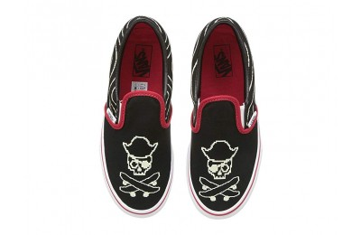 Vans Kids Classic Slip-On (Little Kid/Big Kid) (Pixel Pirate) Black/Racing Red/True White