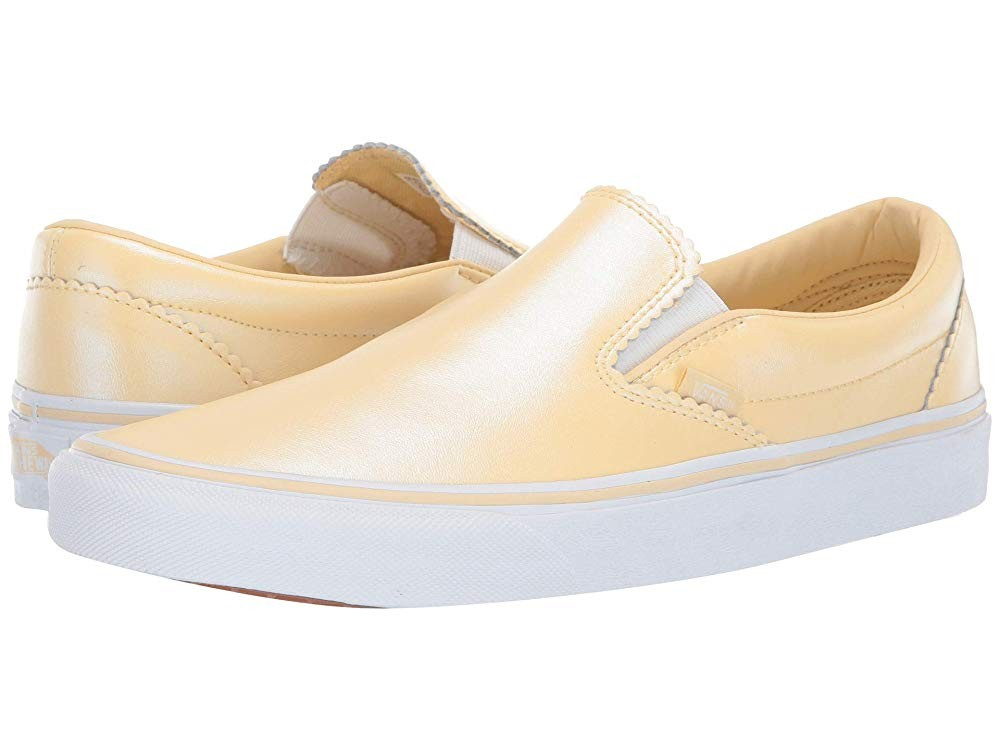 [ Hot Deals ] Vans Classic Slip-On™ (Pearl Suede) Gold/True White